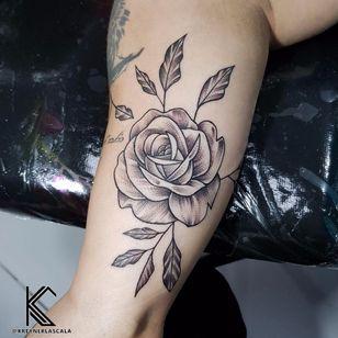 #KreynerLaScala #brasil #brazil #brazilianartist #tatuadoresdobrasil #balckwork #pontilhismo #dotwork #flor #flower #rosa #rose #botanica #botanical #folha #leaf