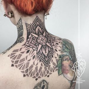 Geometric nape tattoo by Sarah Herzdame #geometric #dotwork #geometricdotwork #nape #napetattoo #napetattoos #ornamentaltattoo #ornamentaltattoos #pattenwroktattoos #neck #upperback #SarahHerzdame