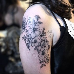 Por Vic Nascimento #VicNascimento #brasil #brazil #TatuadorasDoBrasil #brazilianartist #fineline #botanica #botanical #blackwork #flor #flower #folha #leaf #delicada #delicate