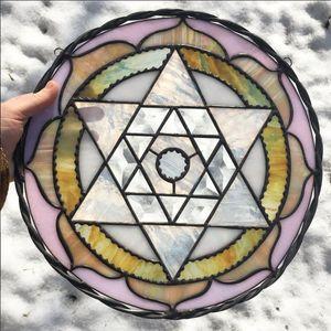 A mandala by Gina Ferrara (IG—oxbowglass). #fineart #GinaFerrara #mandala #oxbowglass #stainedglass