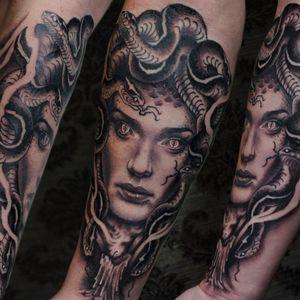 Medusa pot Nicolas Marrez! #TatuadoresBrasileiros #Tatuadoresdobrasil #tattoobr #tattoodobr #Curitiba #medusa #blackandgrey #pretoecinza