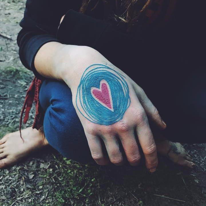 Coração na mão #CapitainePlum #gringa #illustração #illustration #ludico #playful #heart #coração