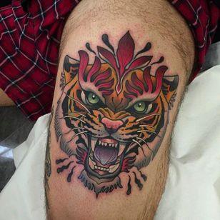 Snarling tiger tattoo. Great tattoo by Alvaro Alonso. #AlvaroAlonso #NeoTraditional #animaltattoo #MalibuTattooSpain #tiger #tigerhead