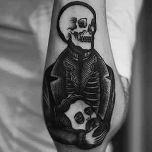 Skeletal by Happypets (via IG-happypetsink) #blackink #illustrative #traditional #macabre #sinister #dark #happypetsink