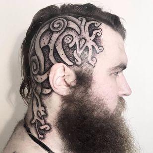 Quem tem coragem? #SeanParry #viking #nordic #nordico #vikingstyle #tatuagemviking #culturanordica #mitologianordica #blackwork #dotwork #pontilhismo