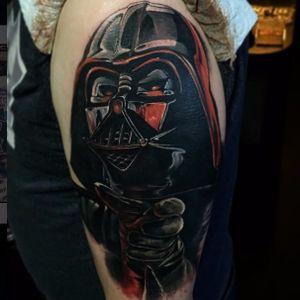 Darth Vader usando a força por Joe K. Worrall #JoeKWorrall #DarthVaderTattoo #DarthVader #DarkSide #realistic #realismo