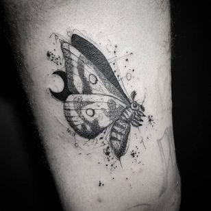 Moth Tattoo by Bernardo Lacerda #moth #mothtattoo #blackwork #blackworktattoo #blackink #blacktattoos #blackworkers #blackworkartist #BernardoLacerda