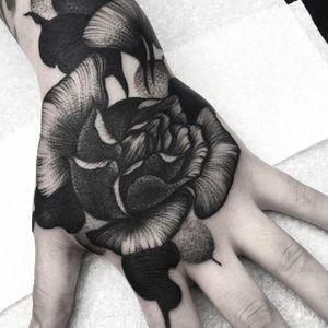 One of Kelly Violet's amazing black roses (IG—kellyviolence). #blacktattoo #blackwork #flowers #kellyviolet