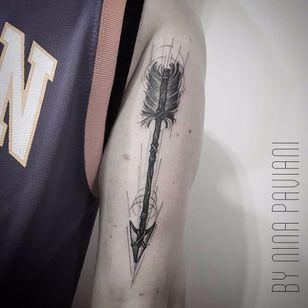 Flecha por Nina Paviani! #NinaPaviani #tatuadorasbrasileiras #tatuadorasdobrasil #tattoobr #tattoodobr