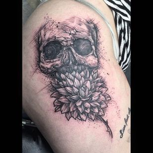 Skull and dahlia greywash tattoo by Chip Beam. #dahlia #flower #greywash #ChipBeam #skull #floral #dahliaflower #btattooing #blckwrk