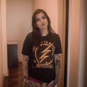 Marcella Alves, Tatuadora. #mulhertatuada #mulheresdeatitude #tattoodobabes #brasil #brazil #portugues #portuguese