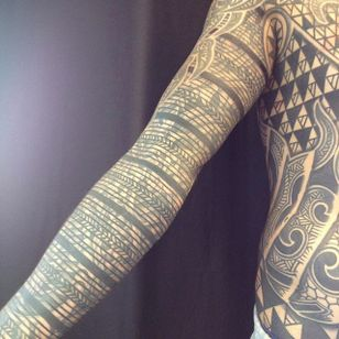 Thick and thin lines sleeve tattoo by Curly Moore #curlytattoo #linework #freehand #blastover #curlymoore