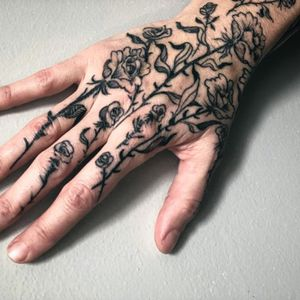 Tattoo by Noel'le Longhaul #NoelleLonghaul #linework #blackwork #dotwork #illustrative #nature #etching #roses #thorns #leaves #rosebuds