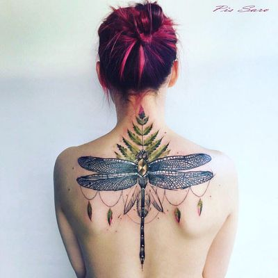 Feita por Pis Saro #PisSaro #libelula #libelulatattoo #dragonfly #dragonflytattoo #inseto #bug #folha #leaf #planta #plant