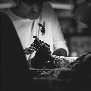 Hendricks at work (via IG-timhendricks) #temporarytattoo #alyshanett #timhendricks #traditional #tattooyou