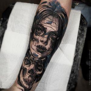 Dead girl tattoo by Felipe Rodriguez. #FelipeRodriguez #deadgirl #watercolor #sketch #deadgirl #skull