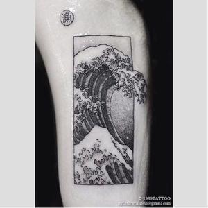 'The Great Wave off Kanagawa' tattoo by Dylan Kwok. #blackwork #dotwork #thegreatwaveoffkanagawa #hokusai #japanese #greatwaveoff #woodblock #traditional #iconic #fineart #mtfuji #wave
