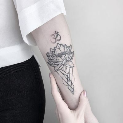 Lotus and ohm tattoo by Nastyafox #Nastyafox #AnastasiaSlutskaya #fineline #linework #illustrative #minimal #abstract #sacredgeometry #lotus #flower #ohm #om #symbol #buddhist #buddha #dotwork