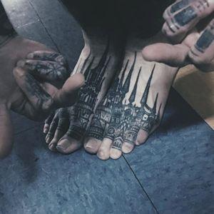 Houston Patton's castle tattoos look awesome on the body's extremities (IG—ttowerempire). #blackwork #castle #HoustonPatton