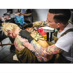 Kuba Kujawa at work, photo by Michał Szwerc, taken from Instagram @tattoofestconvention #Krakow #TattooFest #Poland #KubaKujawa