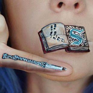 Harry Potter-inspired Lip Art by @Ryankellymua #Lipart #Makeupart #Makeup #Ryankellymua #Harrypotter