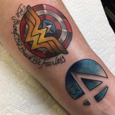 Misturinha de heróis por Ryan Reynolds! #RyanReynolds #WonderWoman #MulherMaravilha #DC #DCcomics #geek #nerd #girlpower #nerdpride #orgulhonerd #captainamerica #marvel #fantasticfour