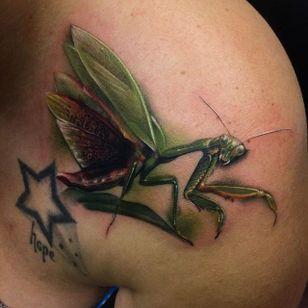 Praying mantis ready to strike! Tattoo by Kyle Cotterman. #realism #colorrealism #KyleCotterman #insect #prayingmantis