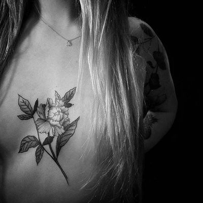 Delicate by Talley Matthew (via IG-talleymatthew) #blackandgrey #finelined #flora #fauna #TalleyMatthew