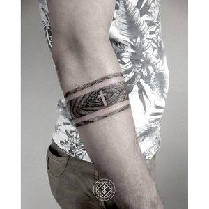 Arm band pointillism by Bleck. #Bleck #pointillism #dotwork #armband blackwork #btattooing #cross