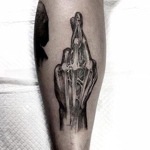 Blackwork fingers crossed tattoo by HanBum Lee. #HanBumLee #Gghost #blackwork #hand #macabre #gore #dark #skinned