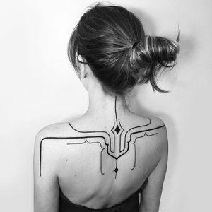Bold and thin lines back tattoo by Daniel Matsumoto @Daaamn_ #DanielMatsumoto #Black #Blackwork #Linework #Linear #Geometric #Nature #Japan