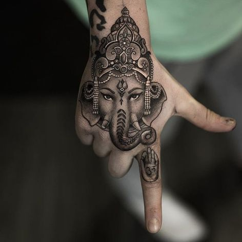 The person is now ready to remove all their obstacles with this awesome banger of Ganesh by Niki Norberg. #bangers #blackandgrey #Buddhist #Ganesh #Hindu #NikiNorberg #photorealism #realism