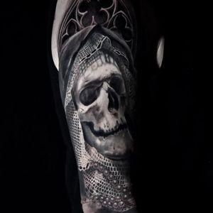 Skull. (via IG - veroniqueimbo) #VeroniqueImbo #BlackandGrey #Realism #Portraits #Skull
