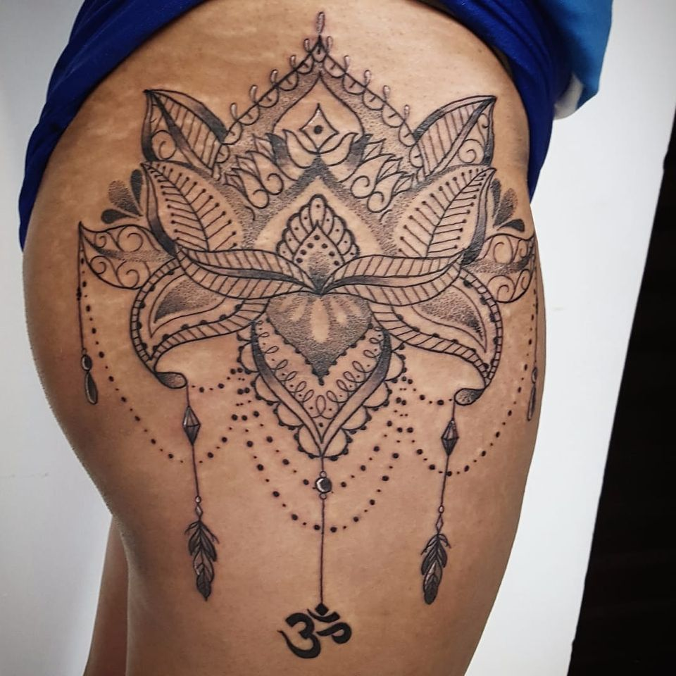 Linda flor de lótus por Rodrigo Tanigutti! #RodrigoTanigutti #tatuadoresbrasileiros #flordelotus #lotusflower #dotwork #pontilhismo #SãoPaulo