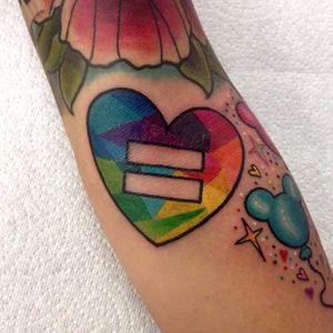Coração da igualdade #OrgulhoGay #GayPride #OrgulhoLGBT #ParadaGay #GayParade #preconceitoNao #amorlivre #freelove #arcoiris #rainbow #heart #coração #equality #igualdade