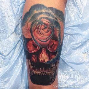 One of Vic Vivid's (IG-vicvivid) signature rose-skulls. #color #realism #Roses #skull #VicVivid