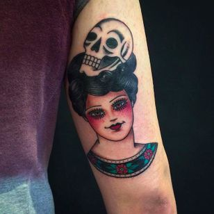 Another awesome girl head with a skull. Rad work by Anem. #Anem #traditionaltattoo #girl #girltattoo #skull #traditional #traditionalgirl