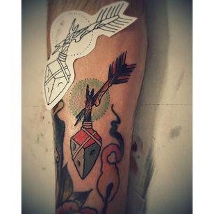 Broken Arrow Tattoo by @pegout88 #ArrowTattoo #BrokenArrowTattoo #BrokenArrow #Arrow