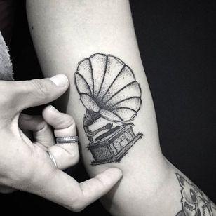 Gramophone Tattoo by Bernardo Lacerda #gramophone #gramophonetattoo #blackwork #blackworktattoo #blackink #blacktattoos #blackworkers #blackworkartist #BernardoLacerda