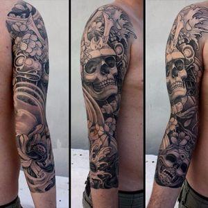 A sleeve featuring a long-dead samurai via Kostas Tzikalagias (IG—kostas_tzikalagias). #blackandgrey #Japanese #KostasTzikalagias #samurai #skull