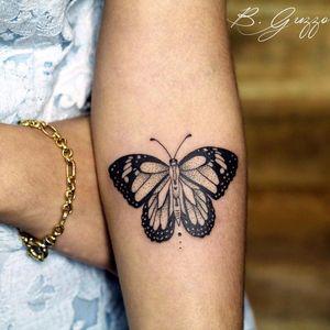 Borboleta por Bruna Guzzo!  #BrunaGuzzo #tatuadorasbrasileiras #tattoobr #tatuadorasdobrasil #tattoodobr #borboleta #butterfly