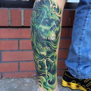 Green skull. (via IG - challenjer) #NeoTraditional #chadlenjer #LargeScale #skull