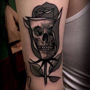Skull tattoo by Varo. #Varo #skull #southkorean #mashup #alternative #blackandgrey #rose