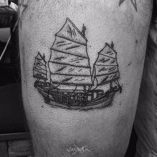 Junk Ship Tattoo, artist unknown #junkship #junkboat #junk #asianboat #chineseboat #chineseboats #chinesetattoo #blackwork #blckwrk