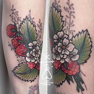 Bold and colorful raspberry tattoo by Sarah Herzdame. #raspberry #fruit #flower #neotraditional #SarahHerzdame