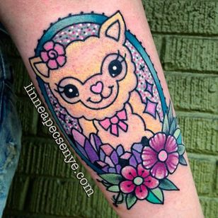 Alpaca tattoo by Linnea Pecsenye. #LinneaPecsenye #sparkly #kawaii #cute #alpaca