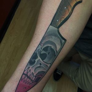 """The tattoo that inspired Nicholas """"Deadmeat"""" Keiser to make illustrated knives (IG—deadmeat). #cutlery #illustrated #knives #NicholasDeadmeatKeiser #skull #traditional"""