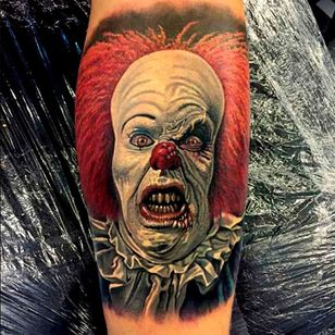 Excellent expression in this portrait by Steve Butcher #Pennywise #IT #StephenKing #clown #reboot #TimCurry #horror #realism #SteveButcher