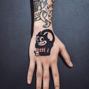 Felix Skull Bong tattoo by Woo Loves You #WoohyunHeo #woolovesyou #weedtattoos #blackfill #newtraditional #Felix #skull #mouth #bong #stoner #smoking #cat #cartoon #weed #marijuana #tattoooftheday