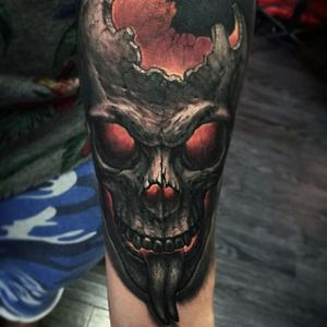 I love how this skull retained its forked tongue in the bowels of the underworld. Nice touch Negur. #horror #hyperrealism #skull #StepanNegur #flames #hell #scary #realism #colorrealism